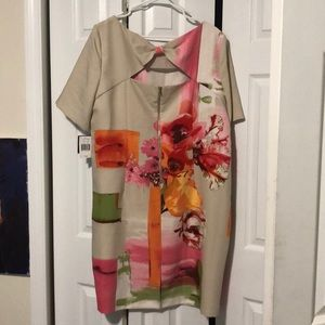 Cream/ tan flower dress with cute back gold zipper